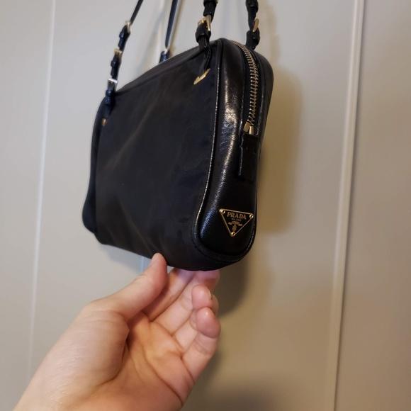 734308f3f127 Prada hand bag. M_5cb2a1c32f827646cf42090d. Other Bags ...